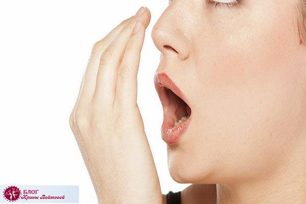 Причины неприятного запаха изо рта: три продукта лидера против запаха чеснока